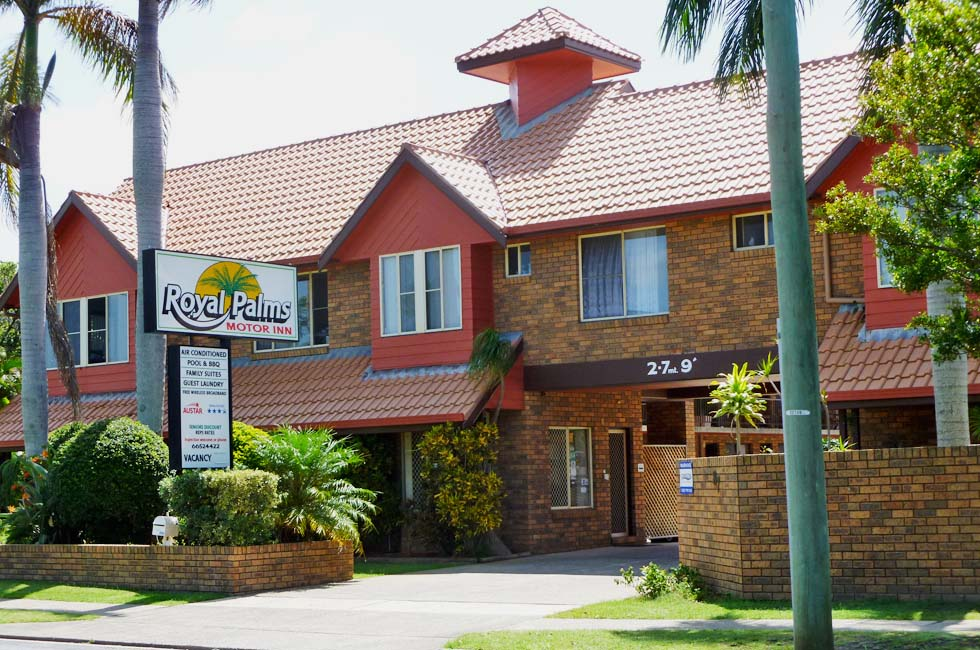 Royal Palms Motor Inn is within walking distance to the beach, a major shopping centre, restaurants and to a variety of local attractions.